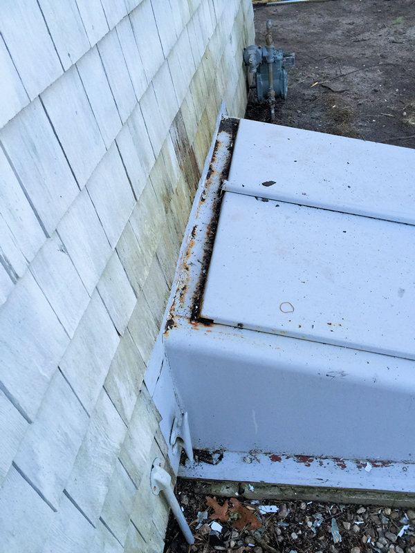 Rear bulkhead was rusted and leaking..